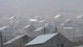 Provinzdorf Armeniens, Aragazotn mit Frosch über dem Berg stockfotografie