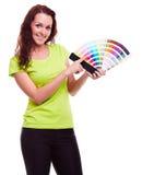 Provkarta för ung flickainnehavfärg arkivbilder