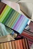 Provkartor av tyger för garnering Arkivfoton