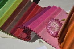 Provkartor av tyger för hem- garnering Royaltyfria Foton