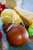 Provolone italiano tradicional de Caciocavallo, humo del queso duro Imagenes de archivo
