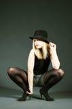 Provozierende reizvolle blonde Frau mit Hut Lizenzfreie Stockfotografie
