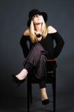 Provozierende reizvolle blonde Frau mit Hut Stockfoto
