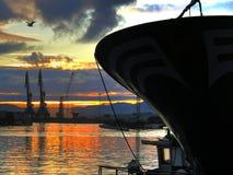 Prow и краны шлюпки на морском порте Стоковая Фотография RF