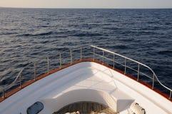 Prow dell'yacht nel mare Fotografia Stock Libera da Diritti