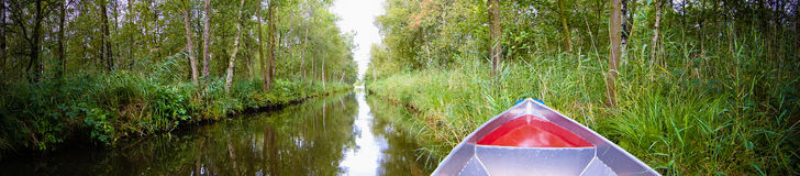 Prow della barca sul fiume Fotografia Stock Libera da Diritti