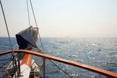 Prow der Lieferung auf Meer Stockfotos