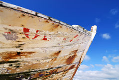 Prow oxidado na praia Foto de Stock