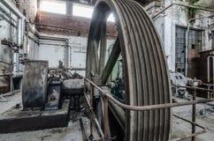 prowadnikowy toczy wewnątrz papierową fabrykę Fotografia Stock