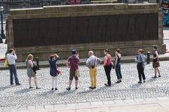 Prowadząca wycieczka turysyczna, Liverpool, UK zdjęcie royalty free