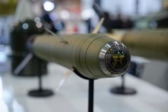 Prowadzący zbiornik i przeciwlotniczy pociski przy wystawą obraz royalty free