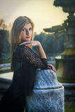 Prowokujący i uwodzicielski spojrzenie blond dziewczyna Fotografia Stock