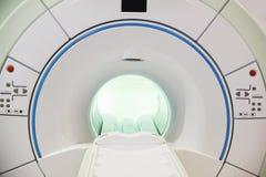 Proyección de imagen de resonancia magnética Fotos de archivo libres de regalías