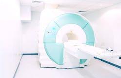 Proyección de imagen de resonancia magnética MRI - tema de la atención sanitaria y de la medicina fotografía de archivo libre de regalías