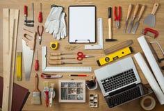 Proyecto de DIY con las herramientas del trabajo imagenes de archivo