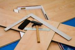 Proyecto de DIY: suelo laminado y herramientas usados imagen de archivo libre de regalías