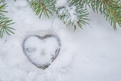 Proyecto del corazón en la nieve blanca Fotos de archivo