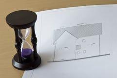 Proyecto del reloj de arena y de la casa Imagen de archivo