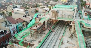 Proyecto ferroviario para el tránsito del carril de la luz de Jakarta almacen de metraje de vídeo