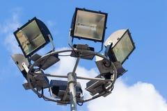 Proyector en fondo del cielo azul Fotos de archivo libres de regalías