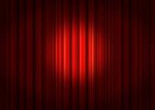 Proyector en las cortinas rojas de la etapa Fotos de archivo libres de regalías