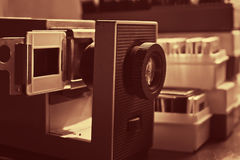 Proyector y diapositivas de diapositiva Imágenes de archivo libres de regalías