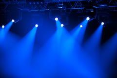 Proyectores azules de la etapa Foto de archivo