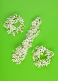 Prozentsatzzeichen gebildet von weißem Frühlingskirschbaum f Lizenzfreie Stockbilder