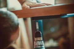 Prozess der Herstellung von Möbeln Stockbild