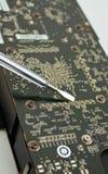 Prozess der Reparatur des elektronischen Vorstands des Computers Lizenzfreies Stockbild