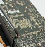 Prozess der Reparatur des elektronischen Vorstands des Computers Stockbild