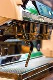 Prozess der Vorbereitung eines Espressos Lizenzfreie Stockfotos