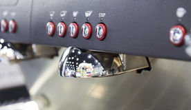Prozess der Vorbereitung eines Espressos Lizenzfreies Stockfoto