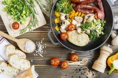 Prozess des Kochens in der Küche Lizenzfreie Stockbilder