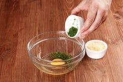 Prozess des Kochens des Omeletts Lizenzfreie Stockbilder