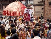 Prozession im Festival von Kühen-Gaijatra Stockbild