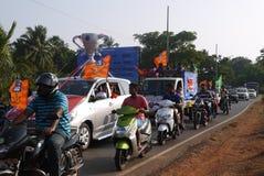 Prozession von Fußballfanen Lizenzfreies Stockfoto