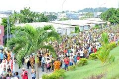 Prozession von Niederlassungen in den Straßen Stockbilder
