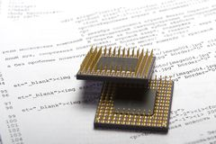 Prozessor über Dokument Stockfotos