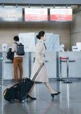 Préposé à trajectoire aérienne féminin asiatique à l'international a d'Incheon Images stock