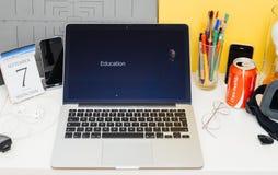 Présentation de site Web d'ordinateurs Apple Photo stock