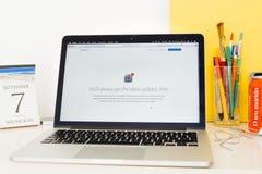 Présentation de site Web d'ordinateurs Apple, IOS, upd de logiciel de Mac OS Photographie stock libre de droits