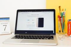 Präsentationsfördermaschinen Apple-Computer Website für iPhone 7 Lizenzfreie Stockfotos