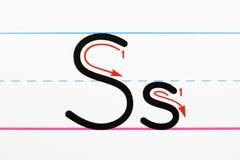 Prática da escrita do alfabeto. Imagem de Stock Royalty Free