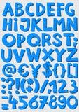 Prucken blått märker, och nummer behandla som ett barn pojkealfabetuppsättningen Arkivbild