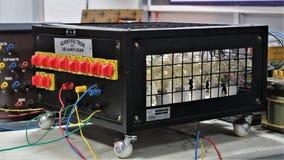 Prueba de la carga del laboratorio de electrónica fotos de archivo libres de regalías