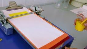 Prueba de la pintura de Laborantory en la producción Laboratorio en la pintura de mezcla de la fábrica de pintura Pintura de mezc metrajes