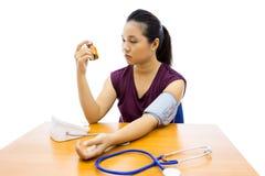 Prueba de la presión arterial imagenes de archivo