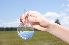 Prueba de la pureza del agua fotografía de archivo
