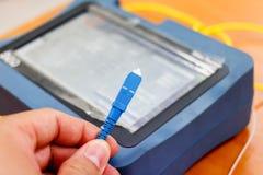 Prueba del cable de fribra óptica Foto de archivo libre de regalías
